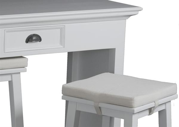 Se køkkenbord her - Unikt, flot køkkenbord i hvid i smuk fransk ...