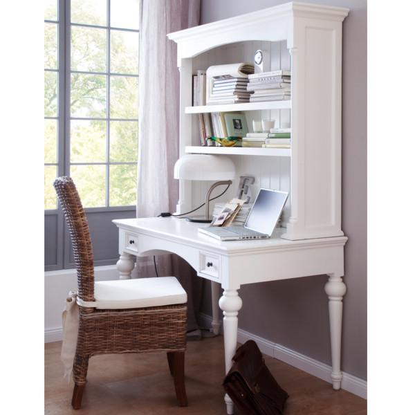 Se her   romantisk hvidt skrivebord med funktionelle hylder i ...