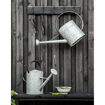 Se her - smuk zink vandkande til arbejdet i haven.