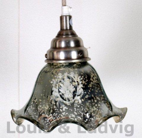 Skøn loftlampe i antik sølv glas med dekoration hos Louis & Ludvig