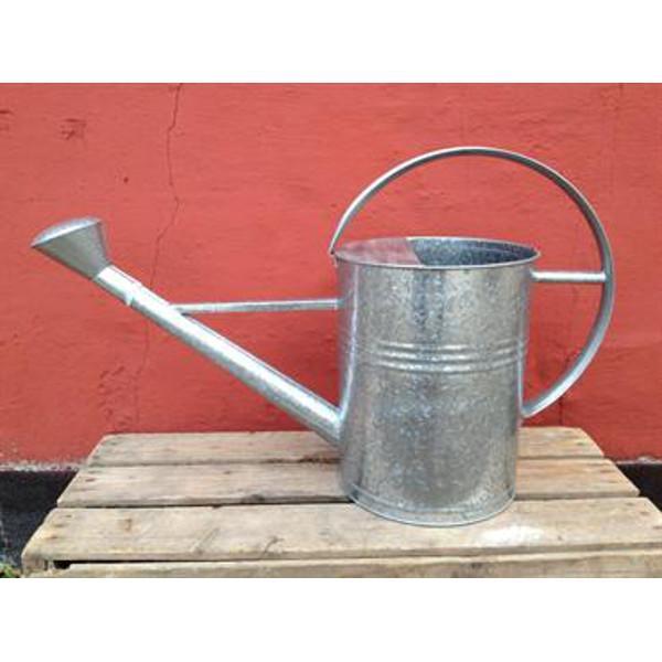 Køb skøn gammeldags vandkande i zink med tud