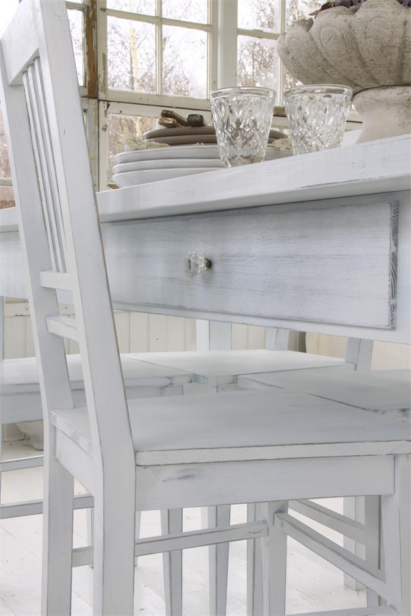Virkelig skønt spise bord i hvidpatineret træ. bordpladen har den ...