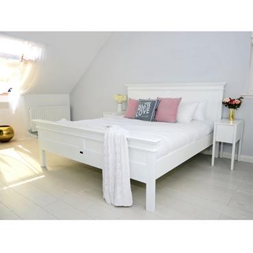 romantisk seng Elegant sengeramme i hvid mahogni med fine detaljer i fransk landstil romantisk seng